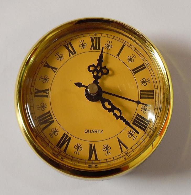 montaż przez zegar